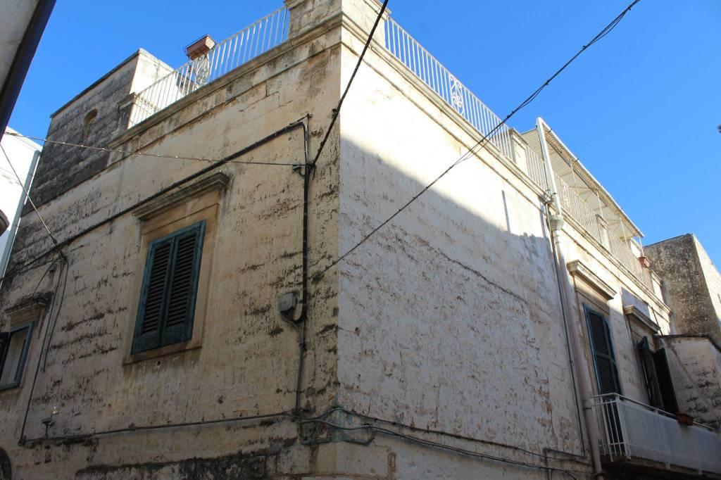 Appartamento in buone condizioni in vendita Rif. 8084193