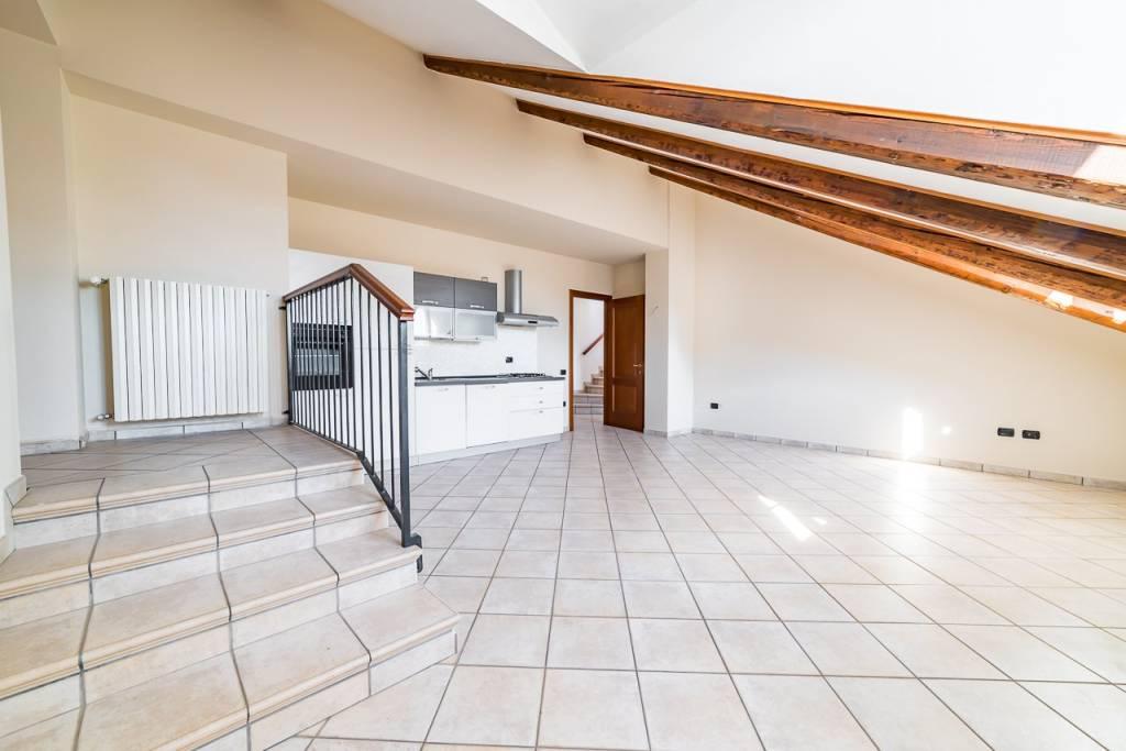 Appartamento in ottime condizioni in vendita Rif. 8089928