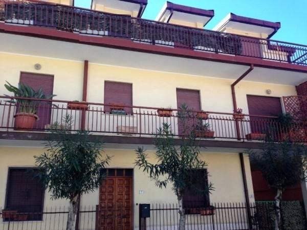 Appartamento in buone condizioni arredato in affitto Rif. 8082988