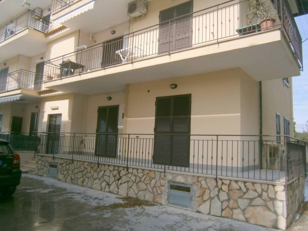 Appartamento in ottime condizioni in affitto Rif. 8549756
