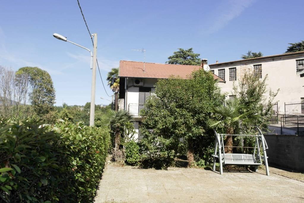 Villa in vendita a Brebbia, 4 locali, prezzo € 189.000 | CambioCasa.it