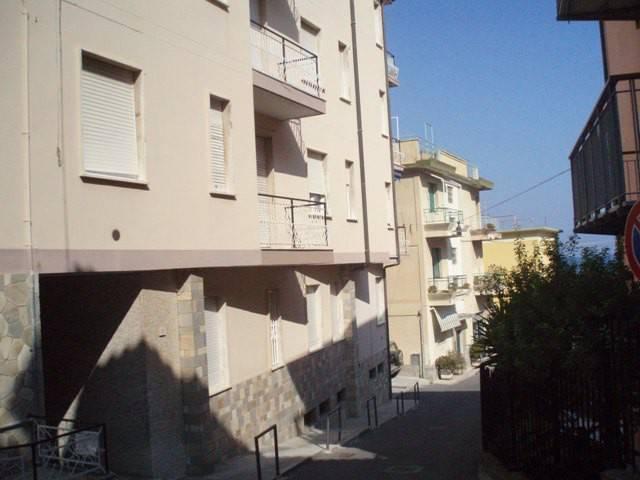 Appartamento in ottime condizioni arredato in affitto Rif. 8083681