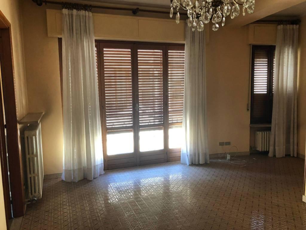 Appartamento in ottime condizioni parzialmente arredato in affitto Rif. 7576371