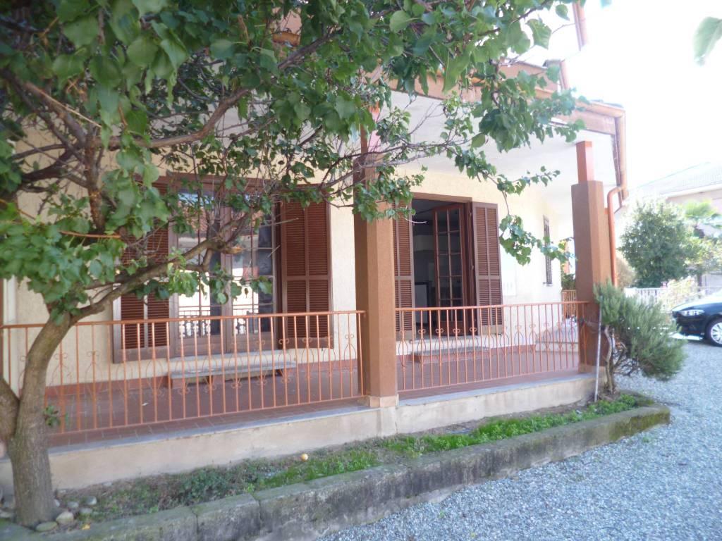 Appartamento in buone condizioni parzialmente arredato in affitto Rif. 8342989