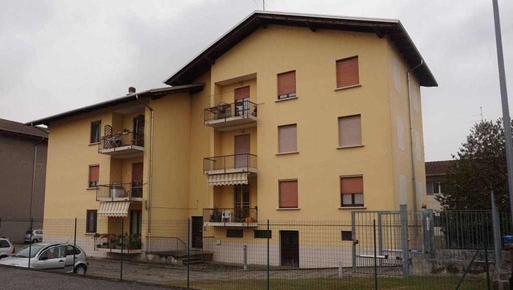Appartamento in ottime condizioni in vendita Rif. 8079980