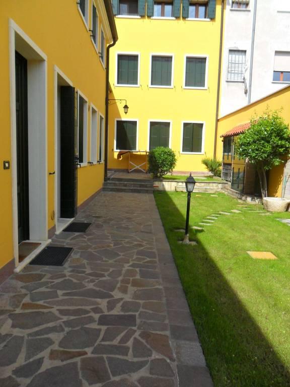 Appartamento in ottime condizioni in vendita Rif. 8061991
