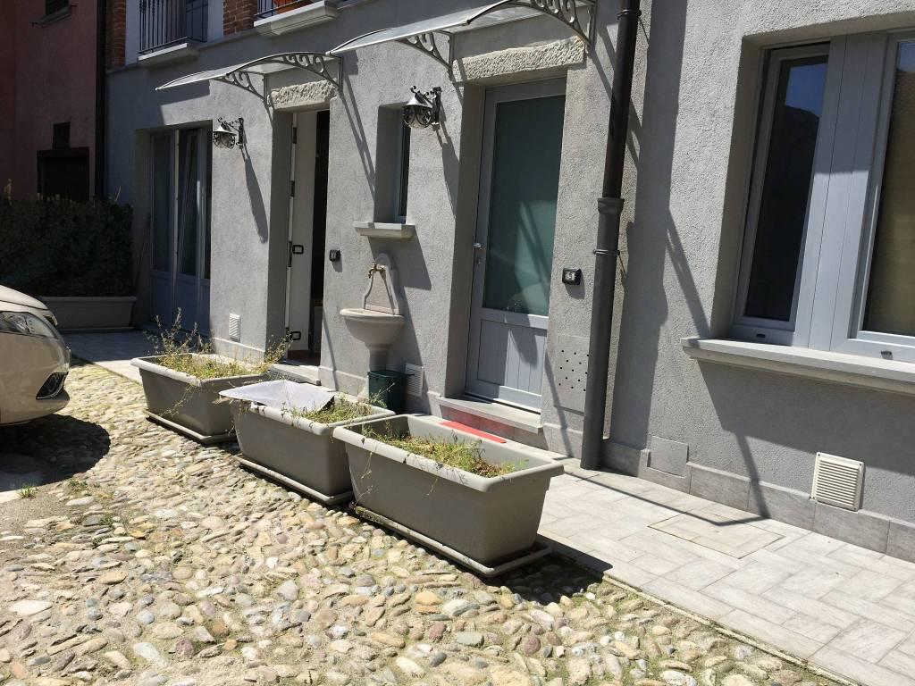 Appartamento in ottime condizioni arredato in affitto Rif. 8080761