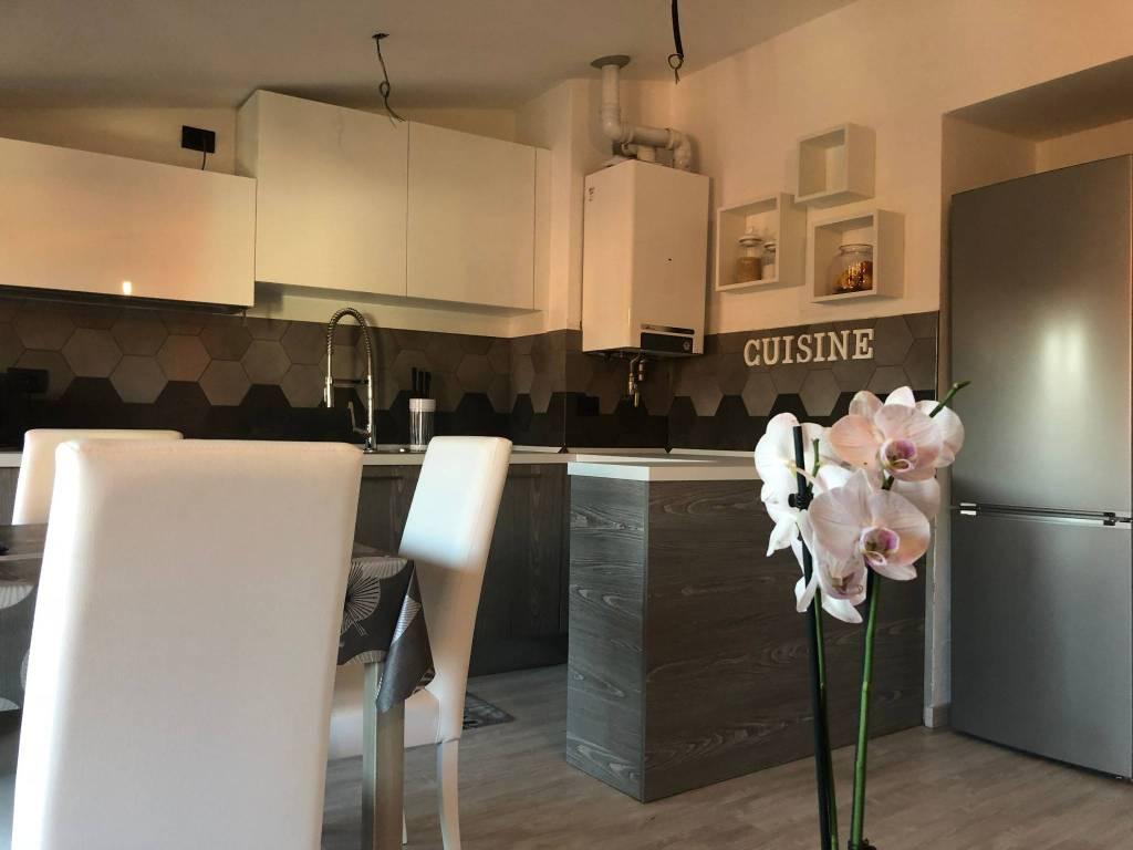Appartamento in ottime condizioni parzialmente arredato in vendita Rif. 8086198