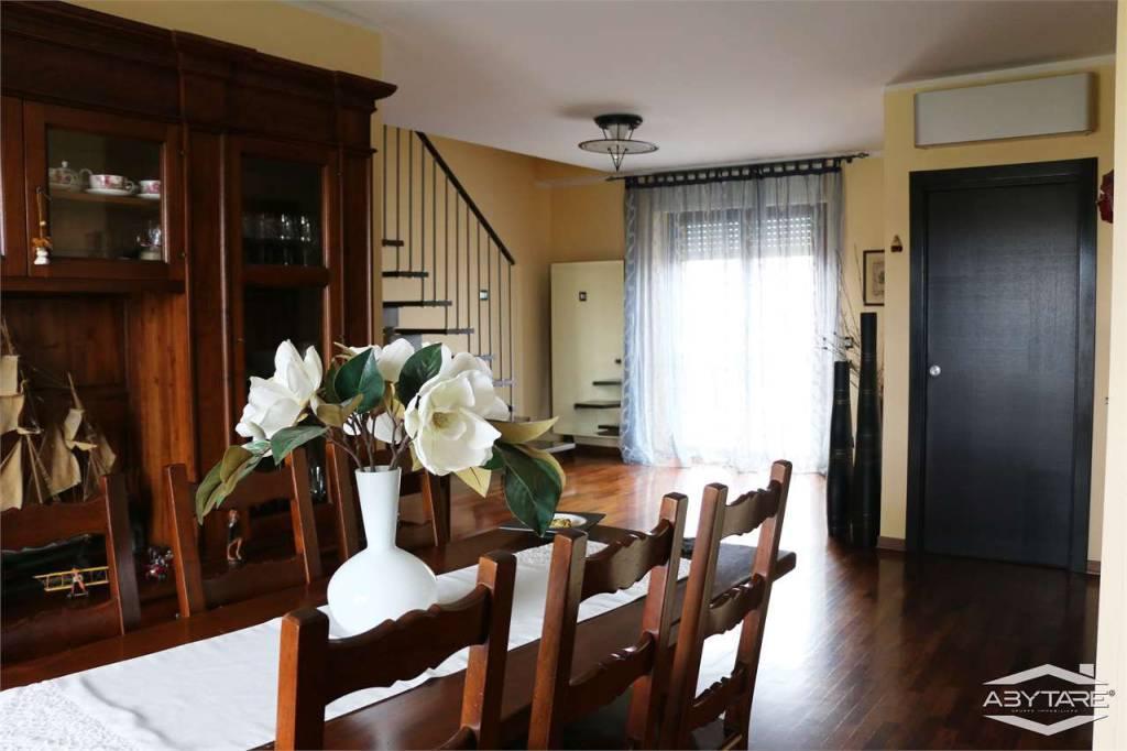 Appartamento in ottime condizioni in vendita Rif. 8081432