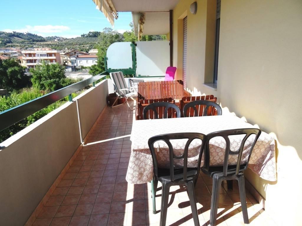 Appartamento in buone condizioni arredato in vendita Rif. 8079526