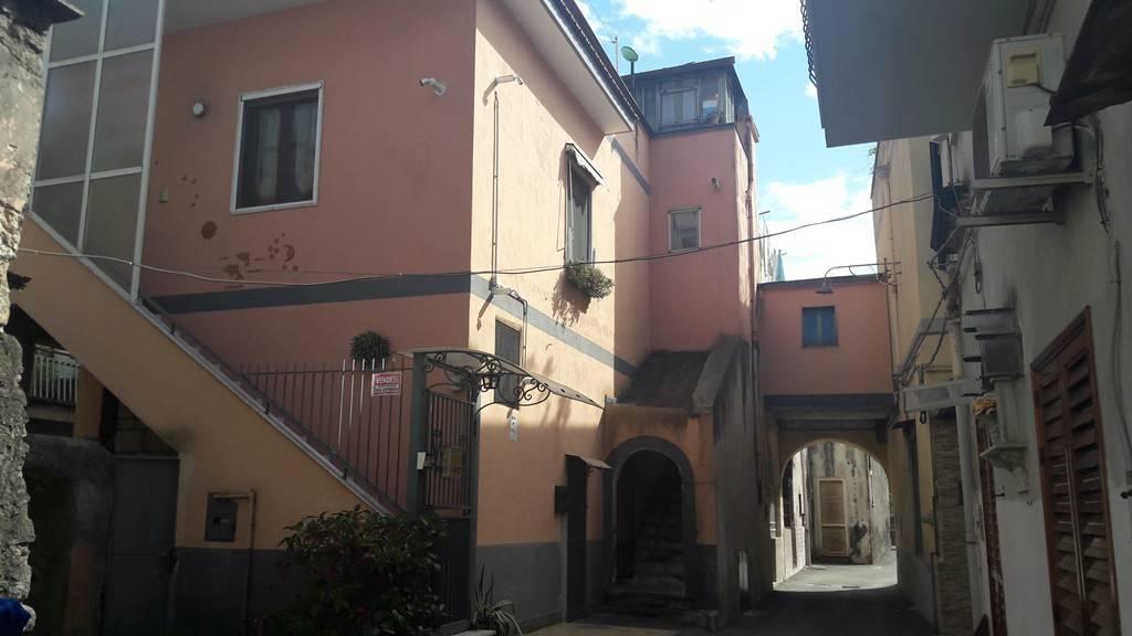 Appartamento in buone condizioni in vendita Rif. 8085111