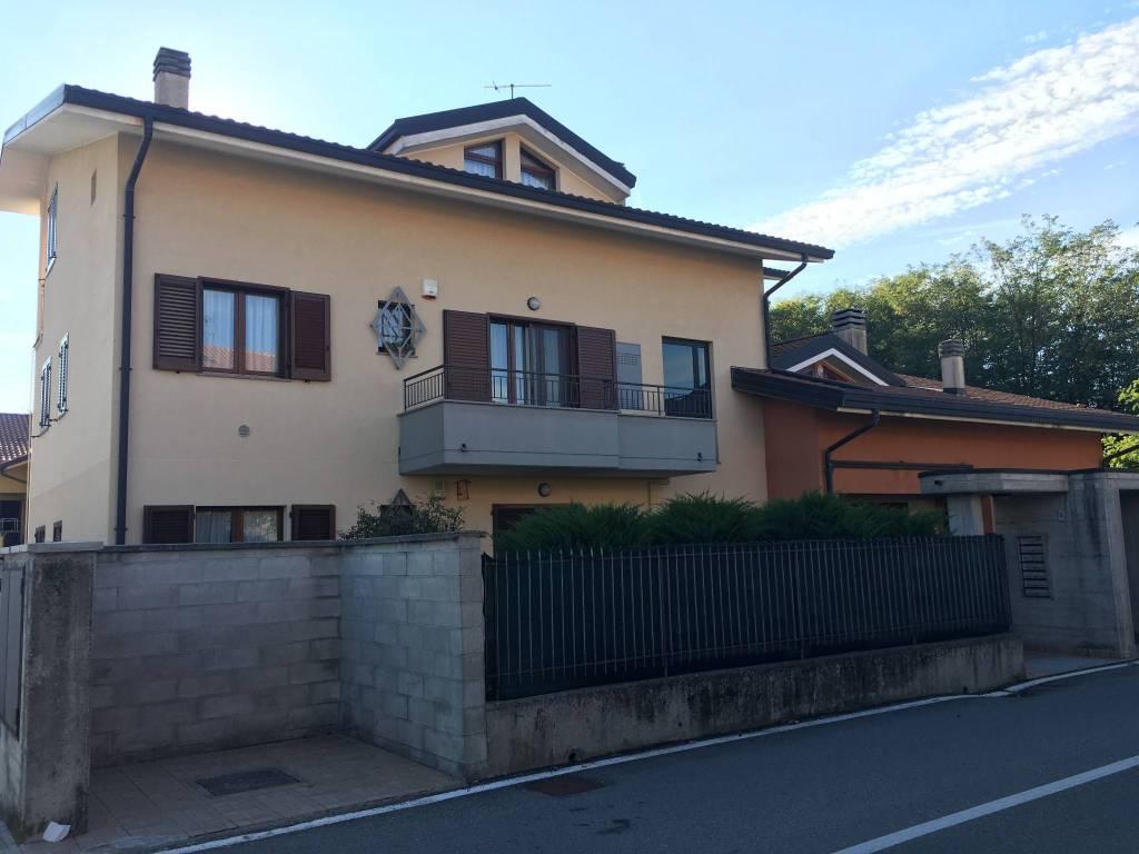 Appartamento in buone condizioni in vendita Rif. 7176061