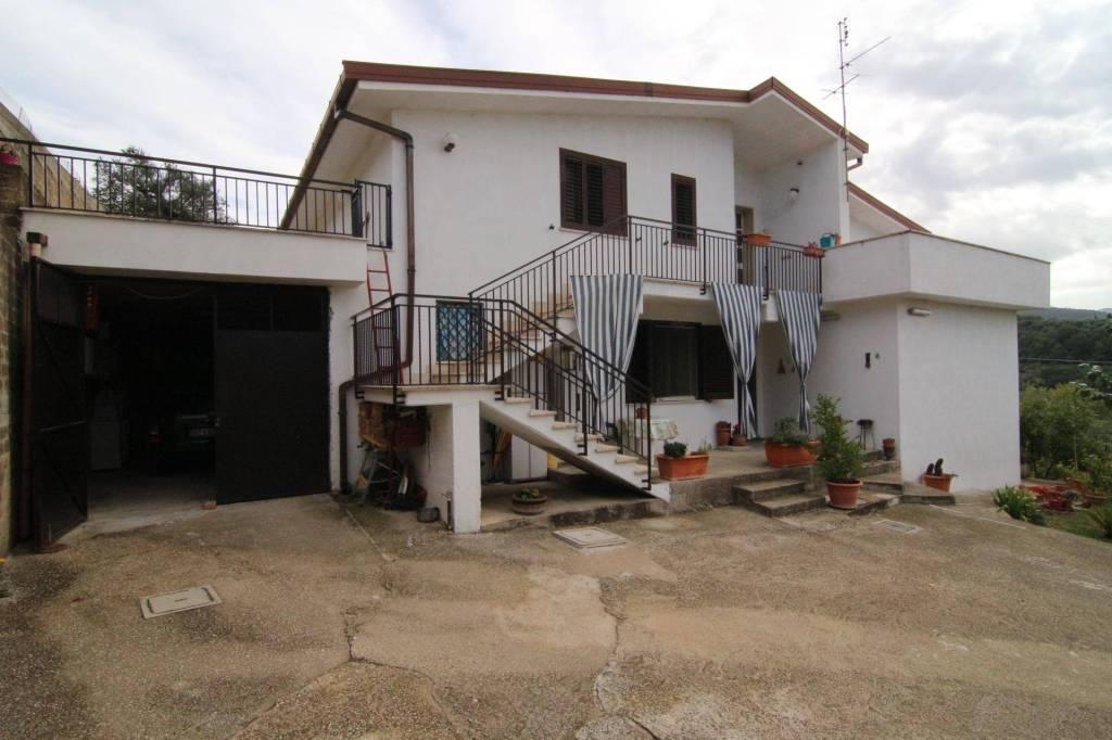FARA IN SABINA (RI):Campomaggiore: Villa Indipendente