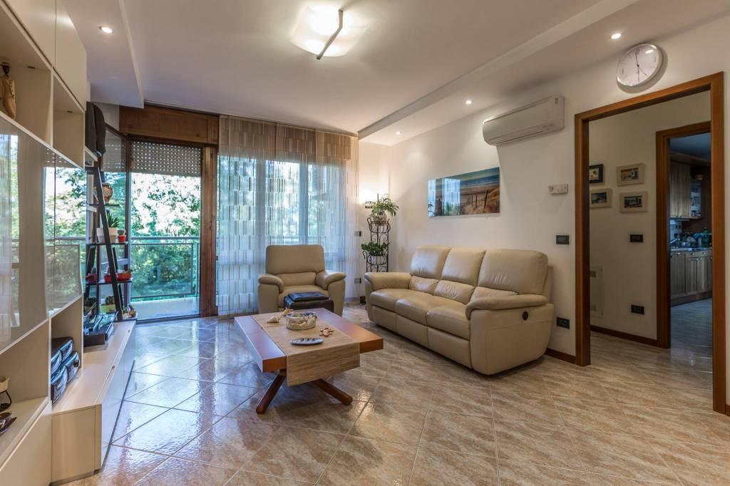 Appartamento in ottime condizioni in vendita Rif. 8081044