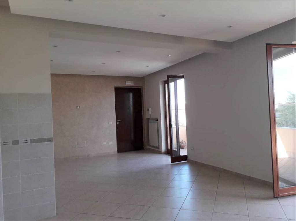 Appartamento in ottime condizioni in affitto Rif. 7912349