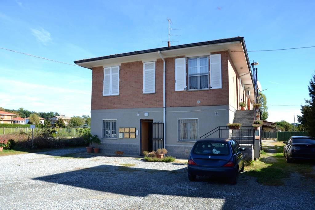 Appartamento in buone condizioni in vendita Rif. 8085275