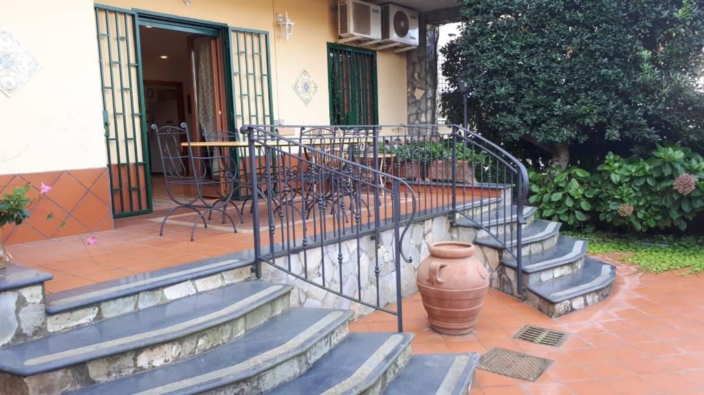 Appartamento in ottime condizioni arredato in vendita Rif. 8084449