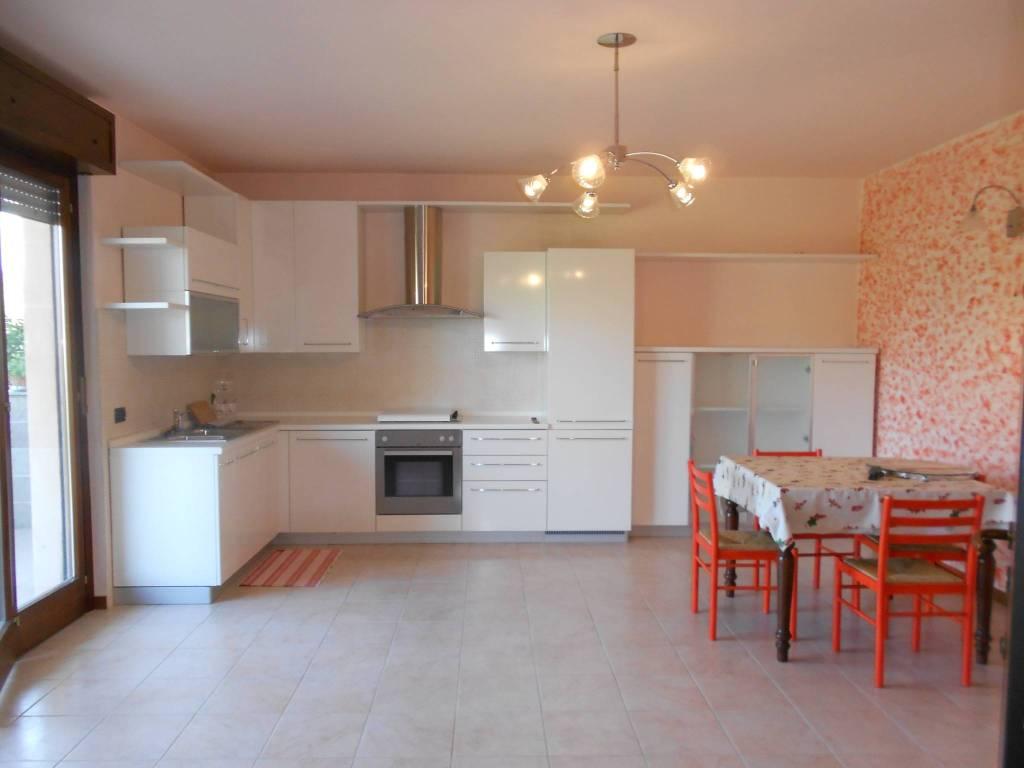 Appartamento in ottime condizioni in vendita Rif. 8080415