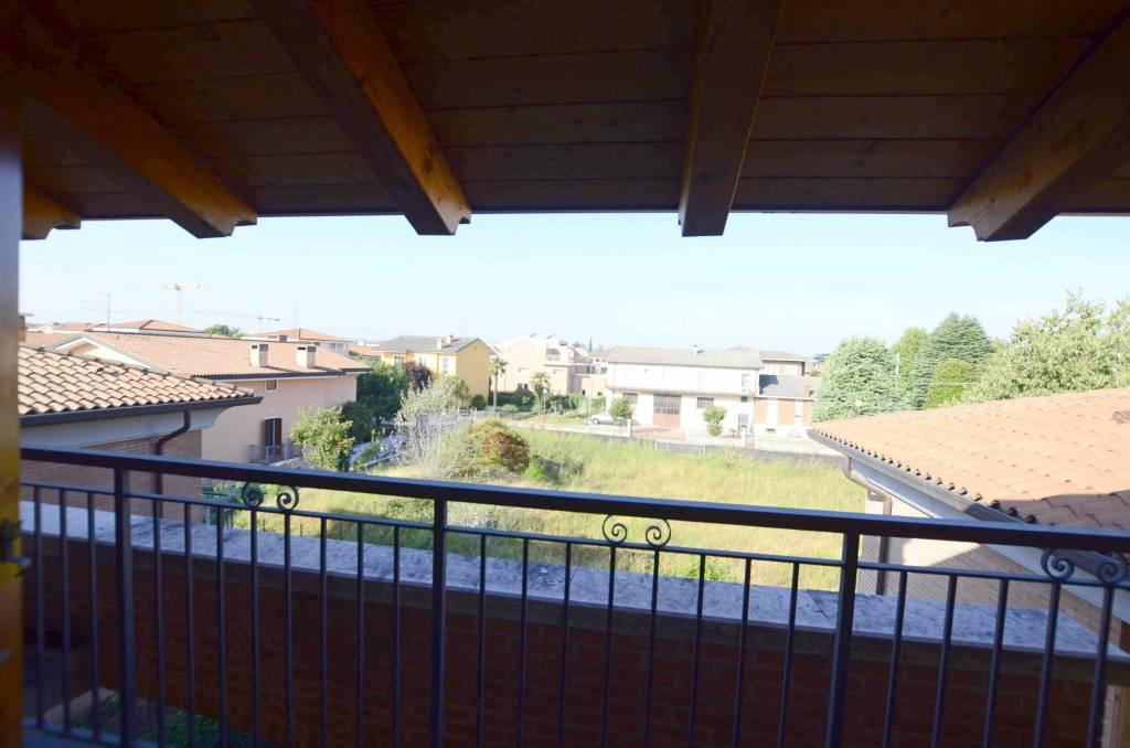 PESCANTINA - Appartamento su 2 livelli con 3 camere