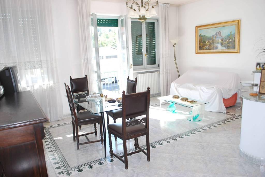 Appartamento in ottime condizioni arredato in affitto Rif. 8078811