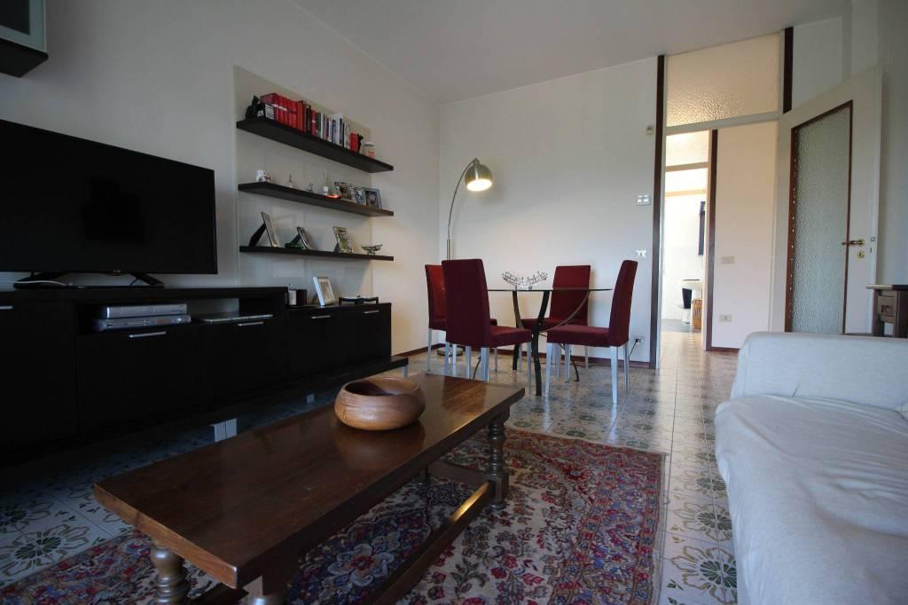 Appartamento in buone condizioni arredato in affitto Rif. 8081707
