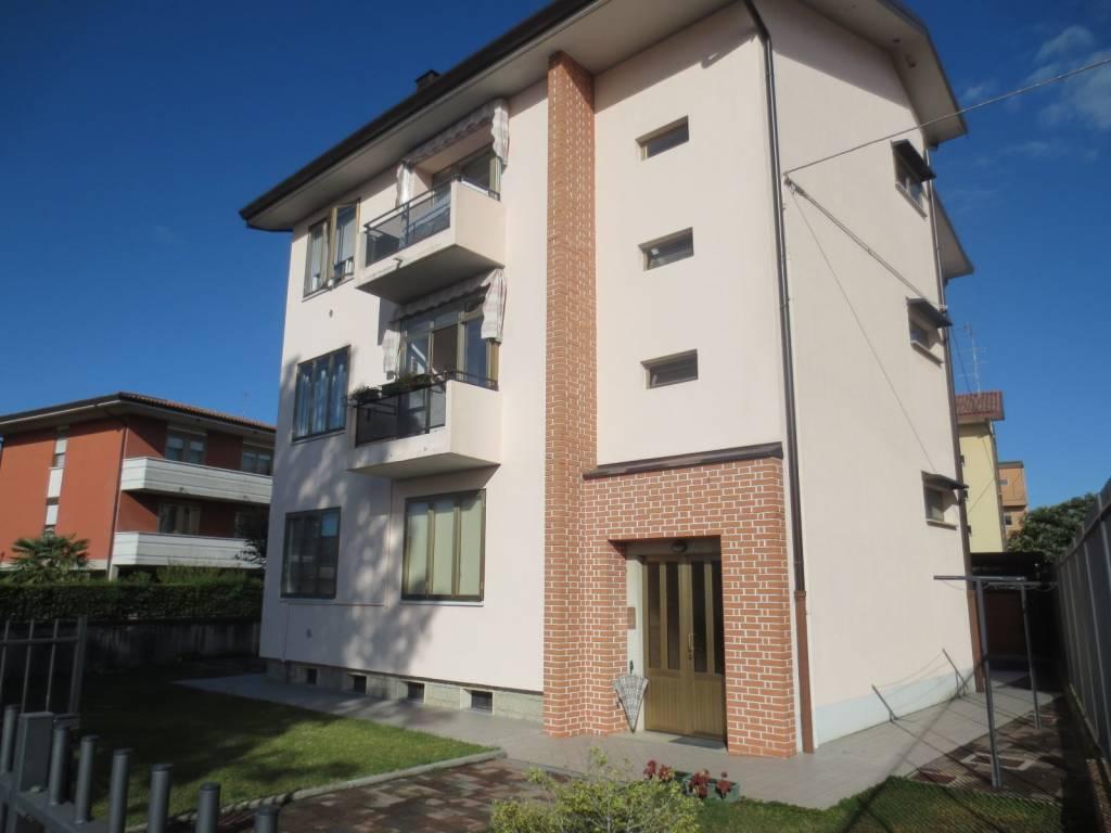 Appartamento in buone condizioni in vendita Rif. 8082627