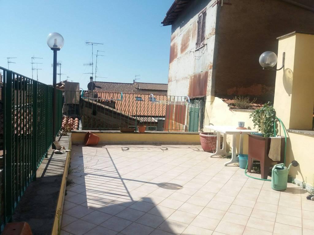 Bilocale con terrazzo, centro storico, Palestrina