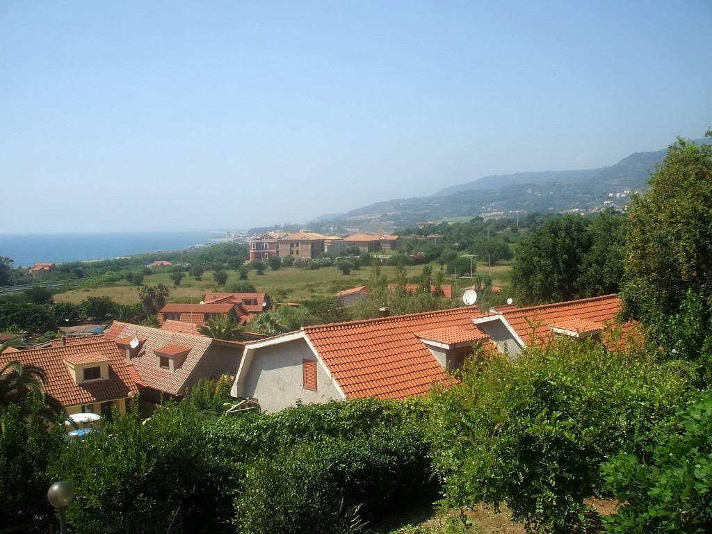 Villetta a schiera in buone condizioni arredato in vendita Rif. 8081113