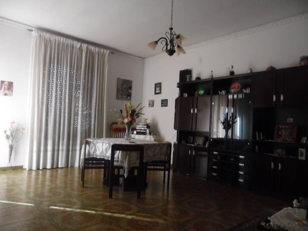 Appartamento in buone condizioni in vendita Rif. 8084269