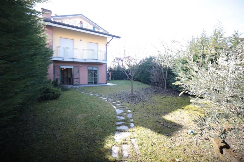 Appartamento in ottime condizioni parzialmente arredato in affitto Rif. 8089427