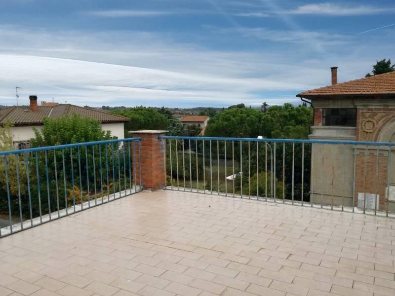 Casa indipendente in Vendita a Castiglione Del Lago Periferia: 5 locali, 230 mq