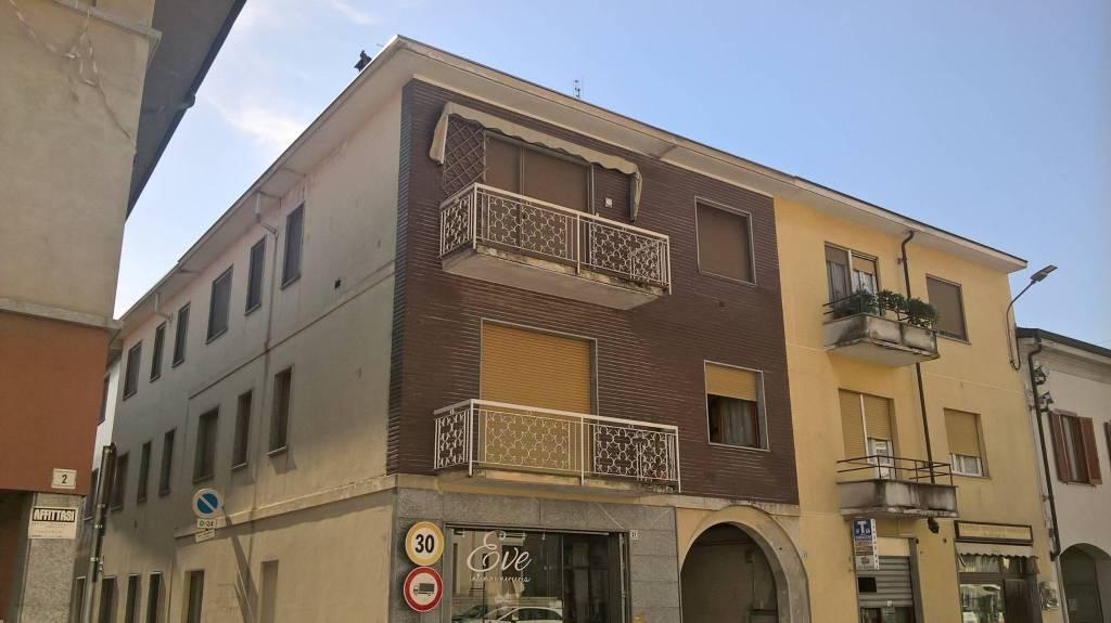 Appartamento in buone condizioni in vendita Rif. 8084654
