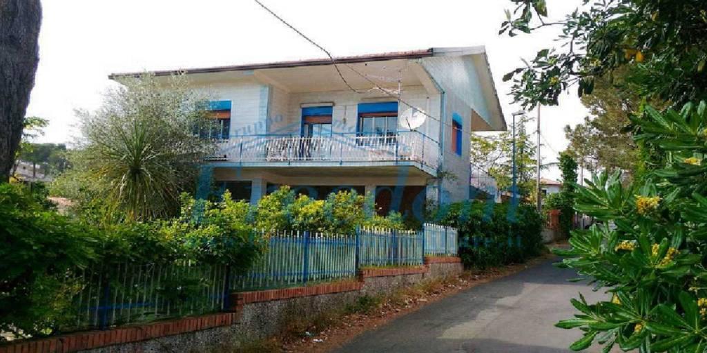 Villa in Vendita a Pedara Centro: 4 locali, 90 mq