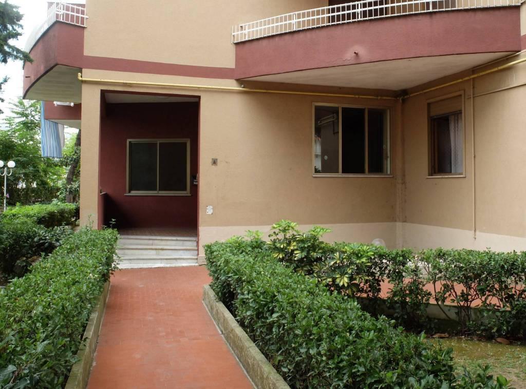 Appartamento in buone condizioni in vendita Rif. 8089894