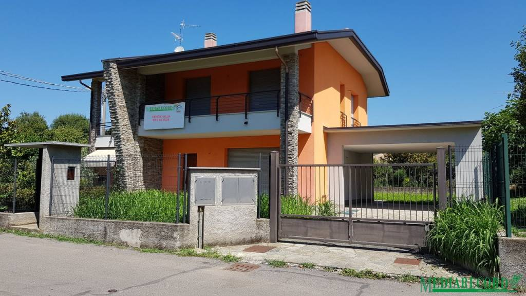 Villa in vendita a Lomazzo, 4 locali, prezzo € 390.000 | PortaleAgenzieImmobiliari.it