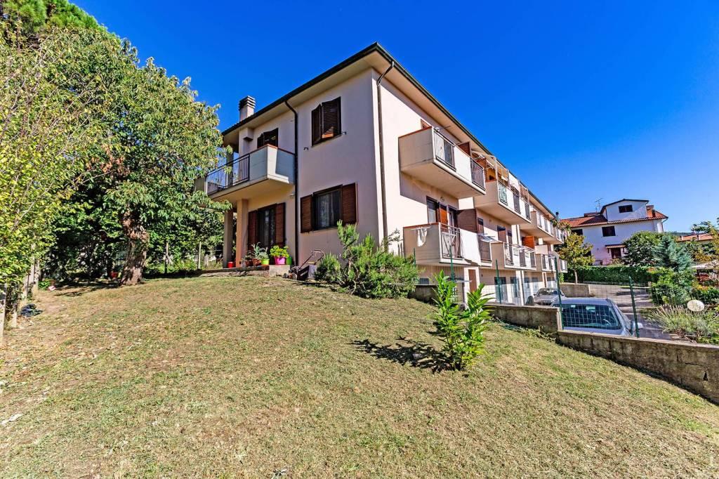 Appartamento in buone condizioni in vendita Rif. 8442593
