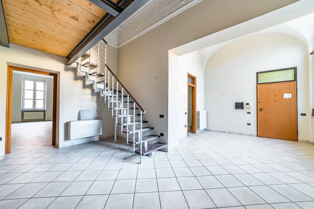 Appartamento in ottime condizioni in vendita Rif. 8114063