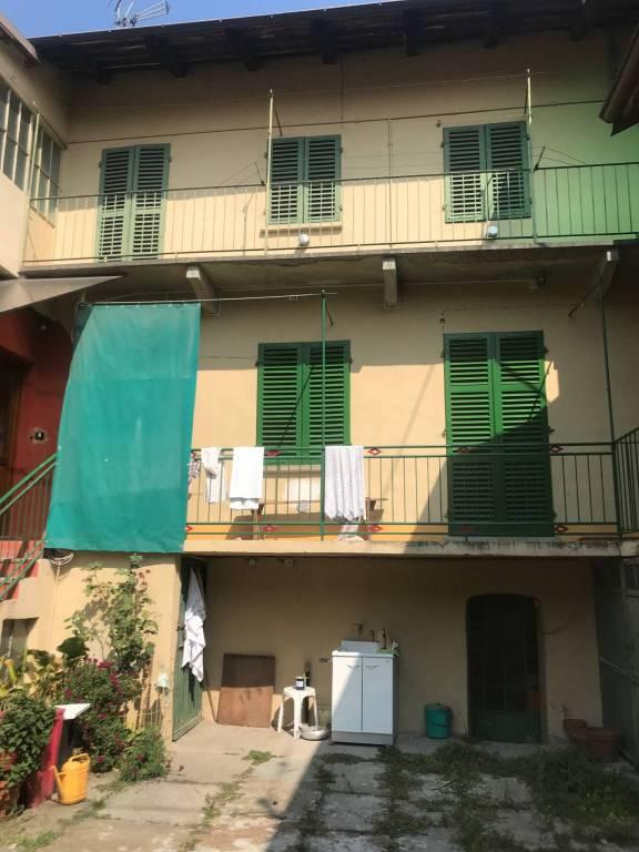 Appartamento in buone condizioni in vendita Rif. 8108544