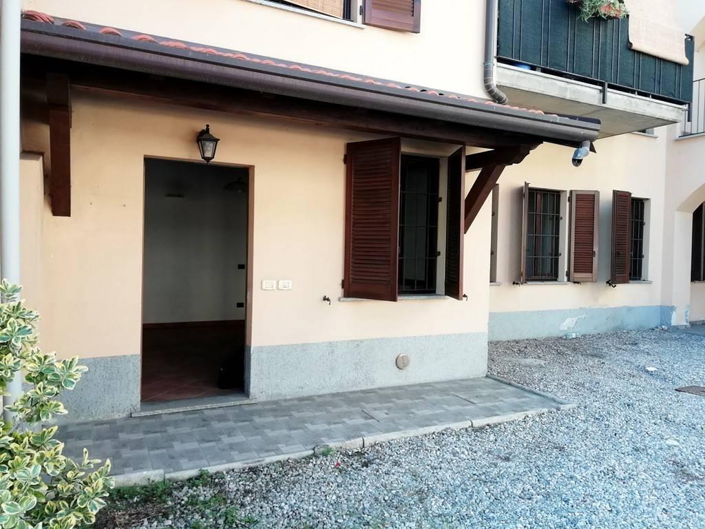 Appartamento in buone condizioni in vendita Rif. 8112328