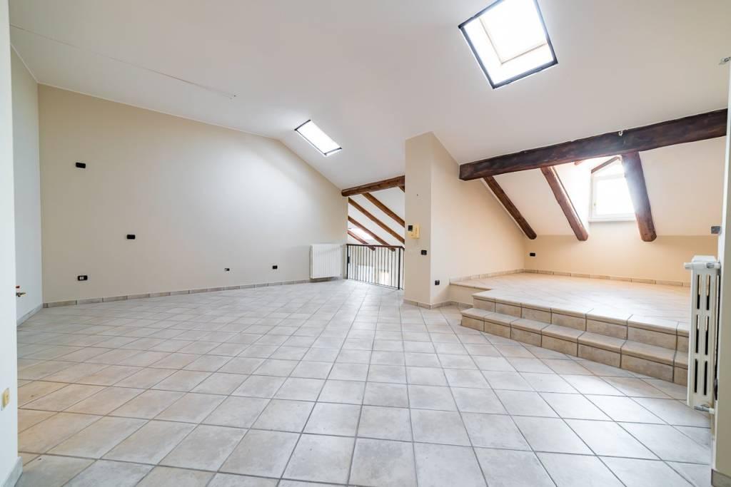 Appartamento in ottime condizioni in vendita Rif. 8114064