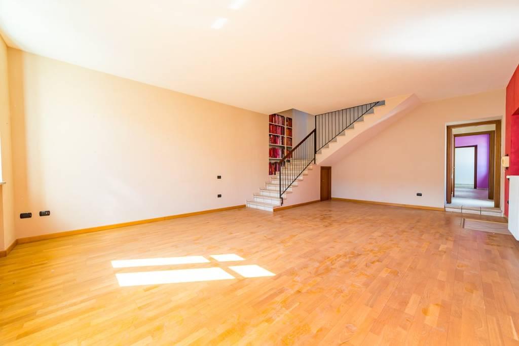 Appartamento in ottime condizioni in vendita Rif. 8114065