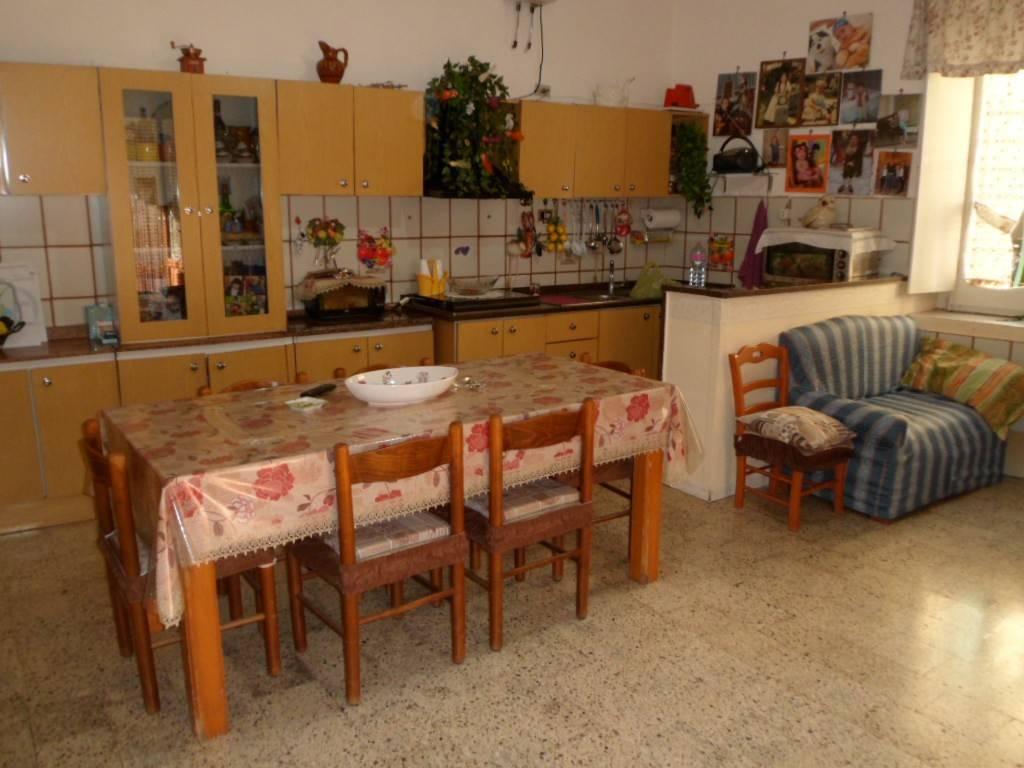 Appartamento in buone condizioni in vendita Rif. 8111675