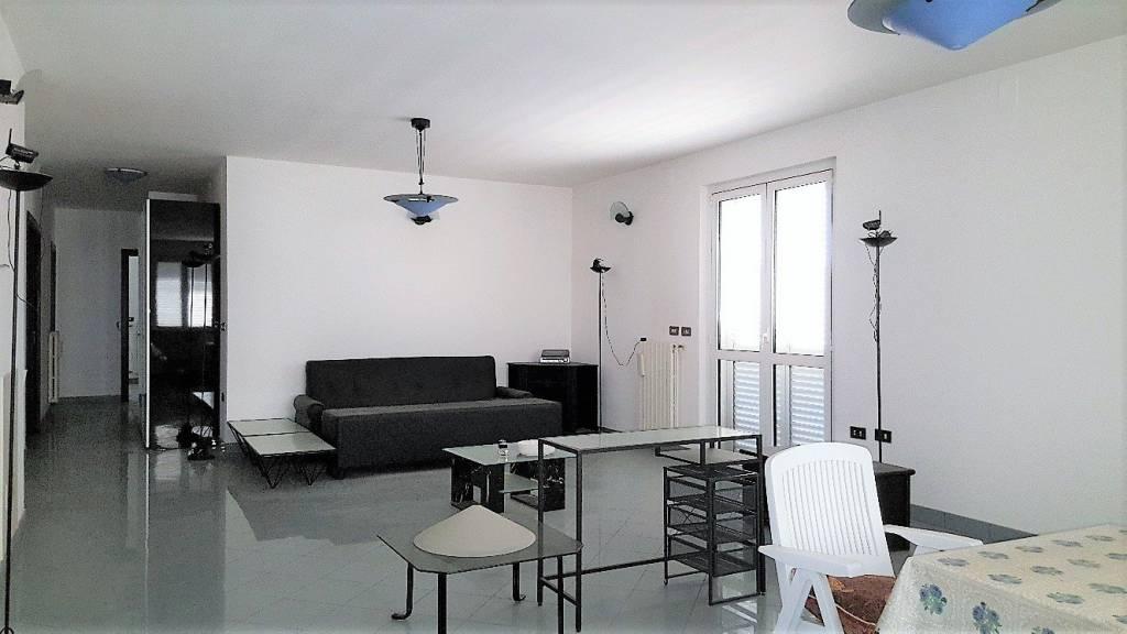 Appartamento in buone condizioni parzialmente arredato in vendita Rif. 8369698