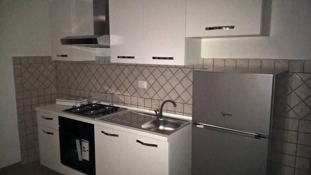 Appartamento parzialmente arredato in affitto Rif. 8111694