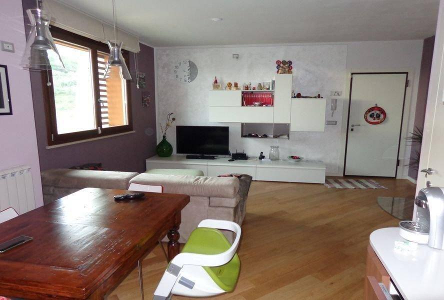 Appartamento in ottime condizioni in vendita Rif. 8113814