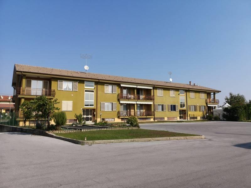 Appartamento in buone condizioni in vendita Rif. 8110261