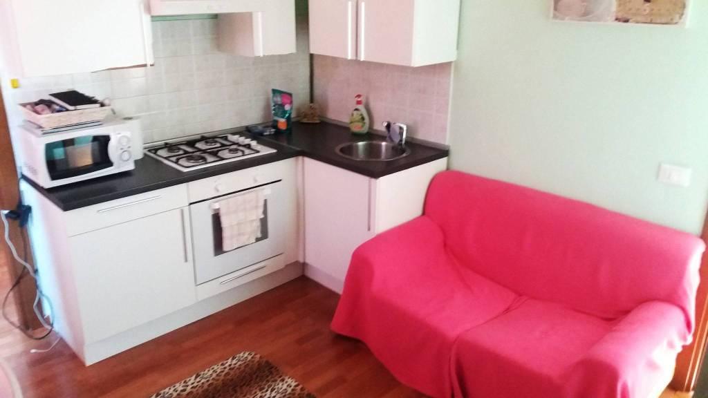 Appartamento in buone condizioni arredato in vendita Rif. 8109062