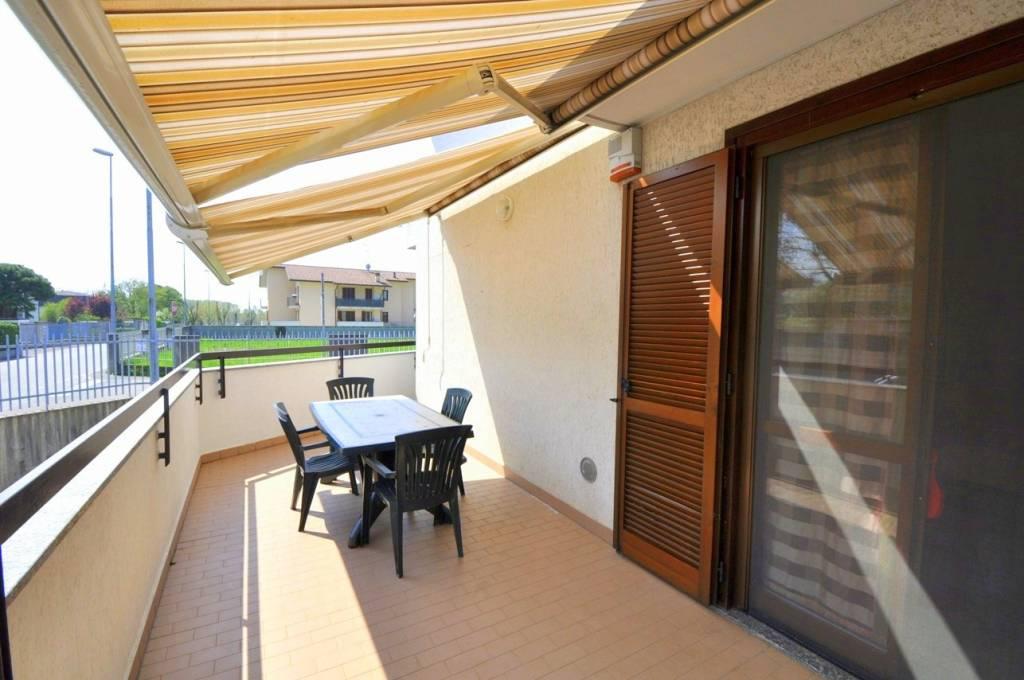 Appartamento in buone condizioni in vendita Rif. 8109288