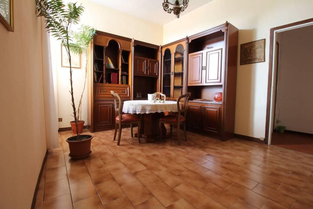 Appartamento in buone condizioni in vendita Rif. 9136071