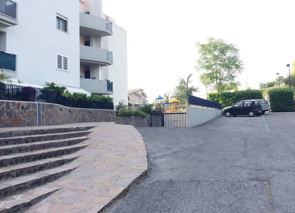 Appartamento in ottime condizioni arredato in affitto Rif. 8107805